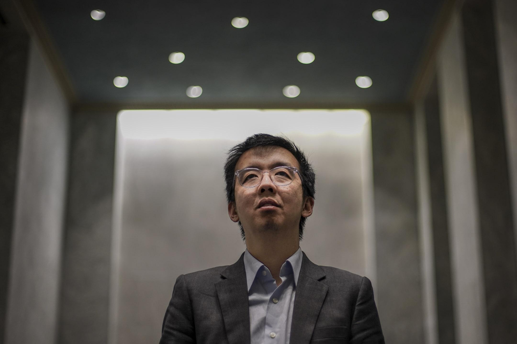42歲的朱牧民(Samuel M. Chu)在美國生活三十年,仍視香港為家鄉,在美國為香港的社會運動奔走。