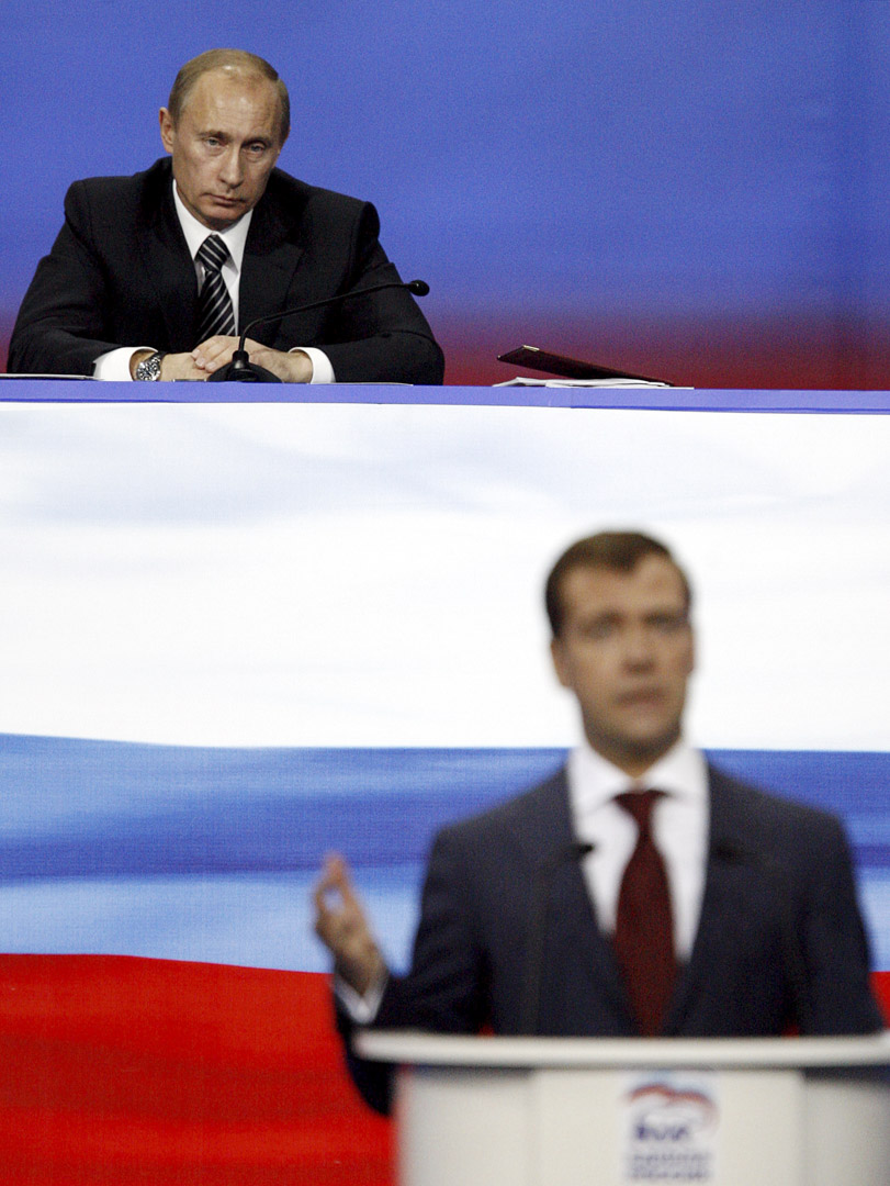 2007年12月17日,時任俄羅斯總統普京出席當時的第一副總理梅德韋傑夫在統一俄羅斯黨大會上的演講。