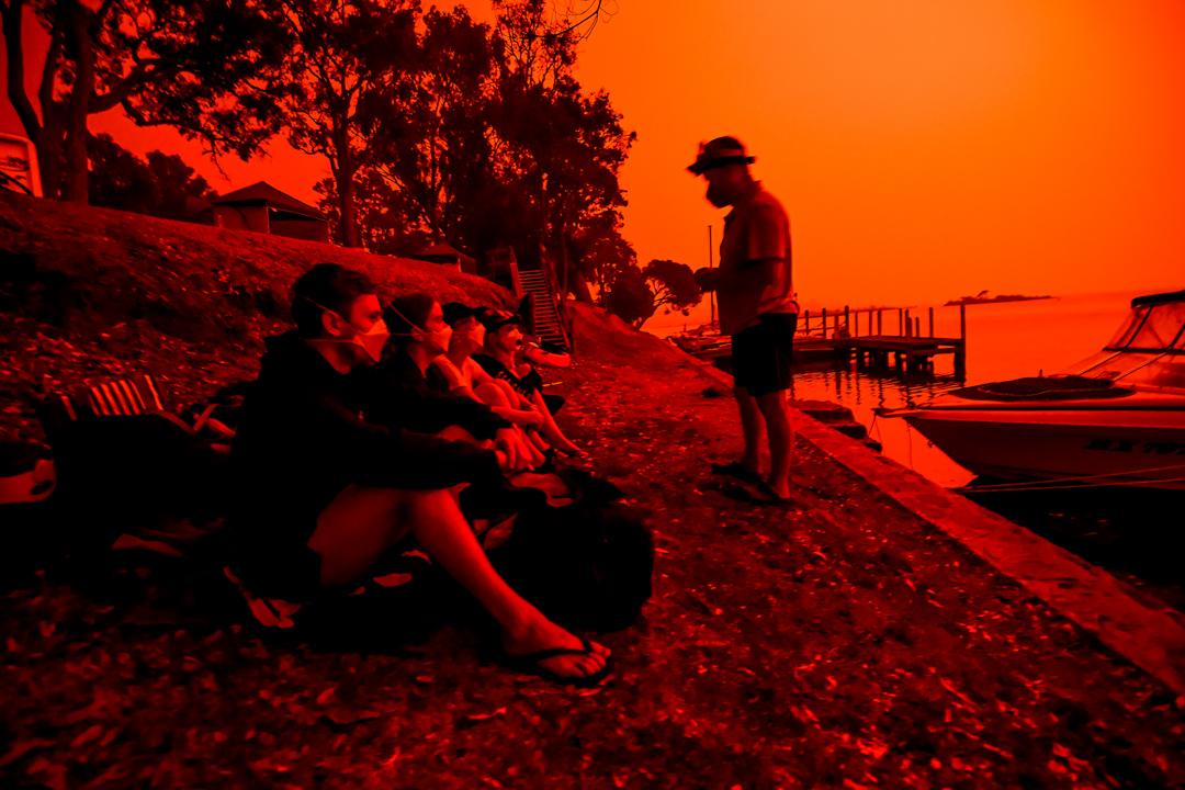 2020年1月4日,在澳洲馬拉庫塔,天空因為大火而染成紅色。 攝: Justin McManus/The Age/Fairfax Media via Getty Images