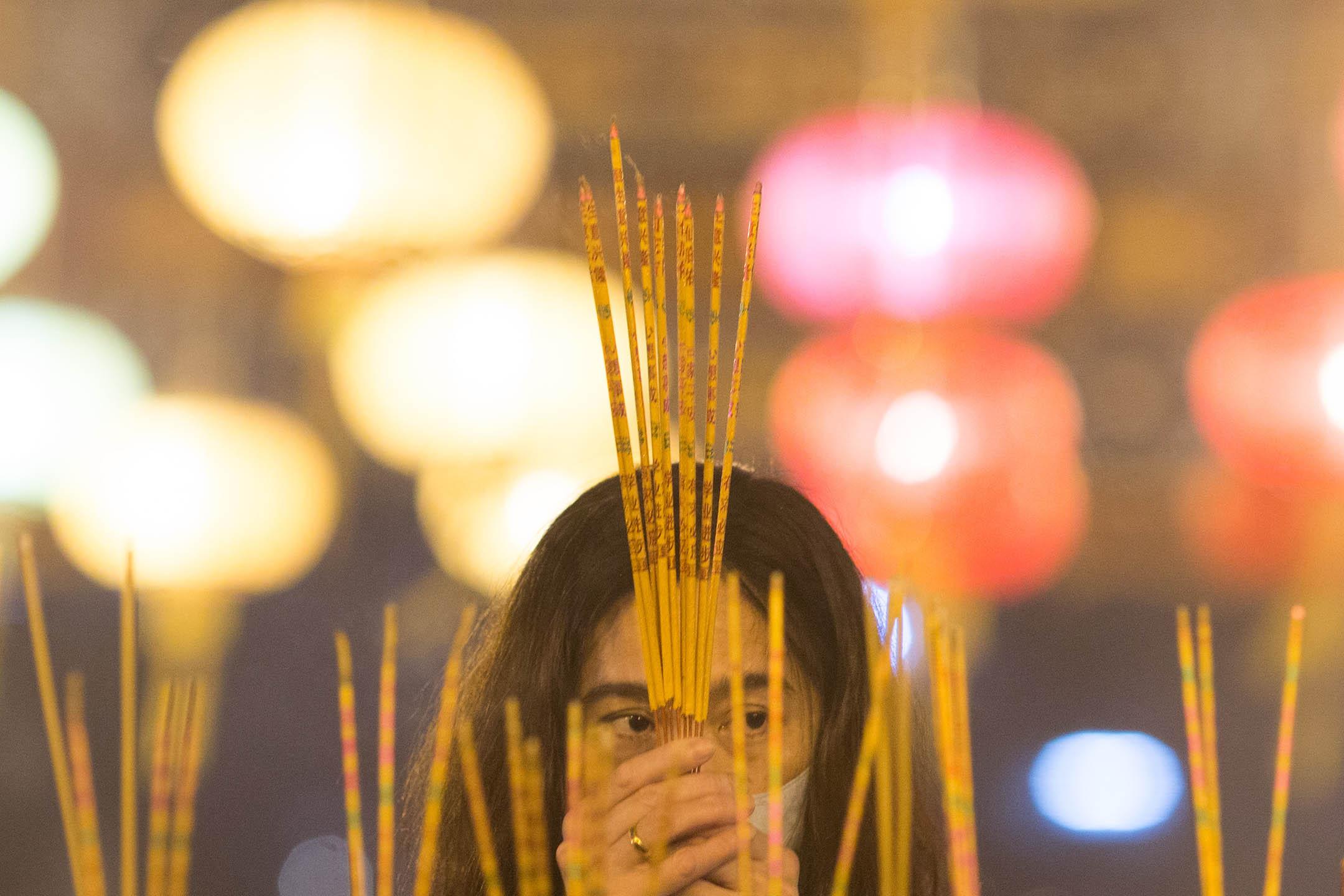 2020年1月24日,市民到香港的黃大仙廟上頭柱香。