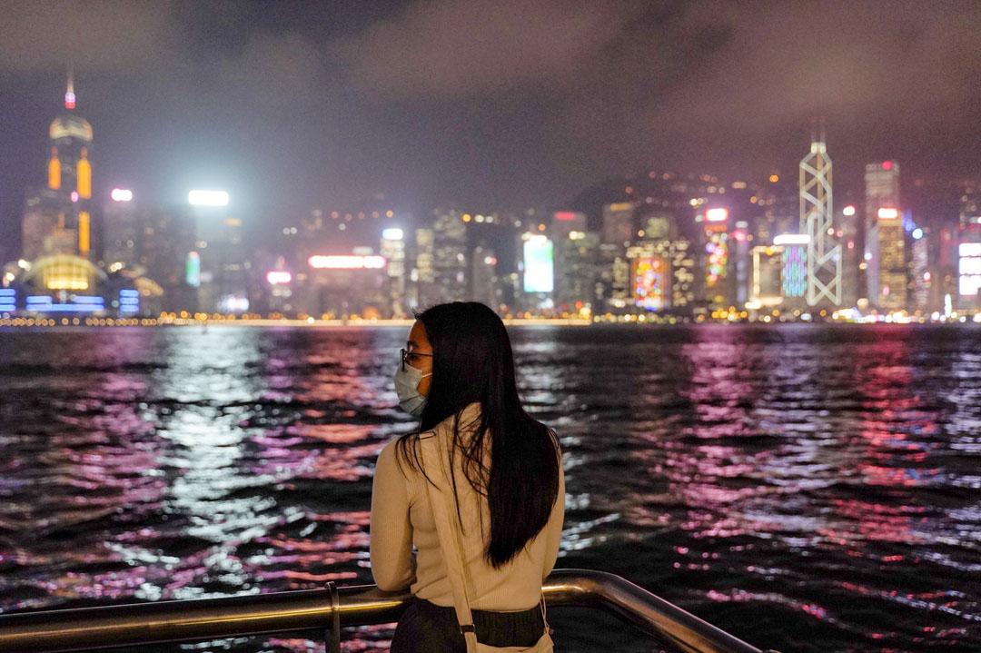 2020年1月23日,香港尖沙咀海旁,有不少戴上口罩的市民。