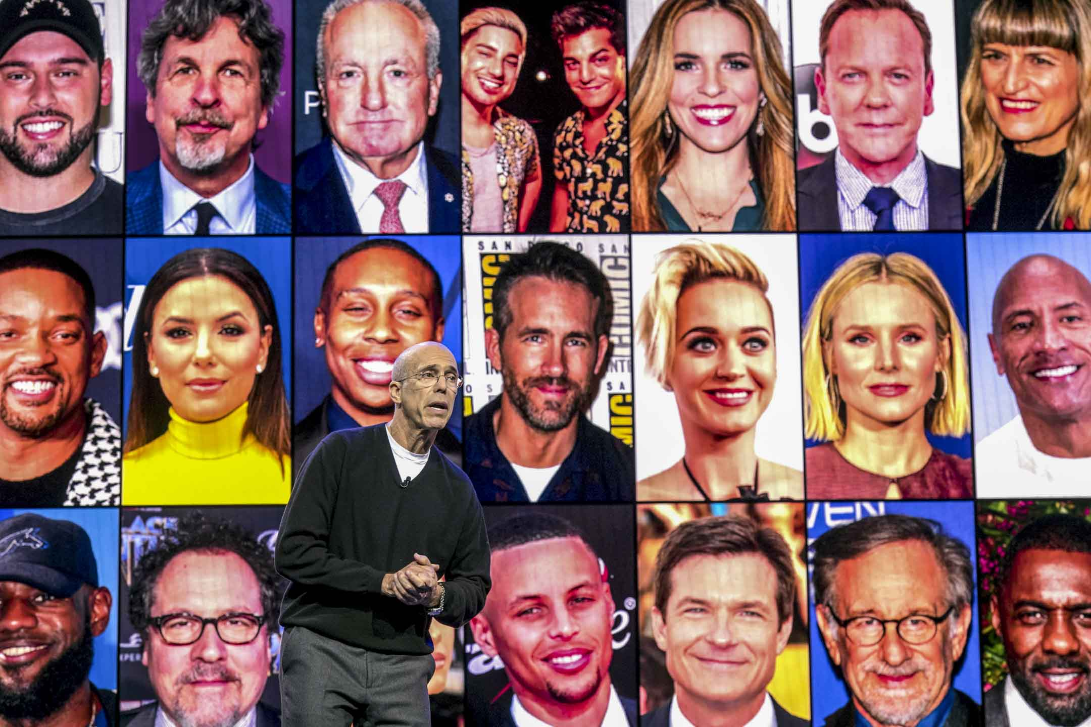 2020年1月8日,Quibi創始人Jeffrey Katzenberg在美國拉斯維加斯舉行的2020 CES上的主題演講中發言。 攝:David Paul Morris/Bloomberg via Getty Images