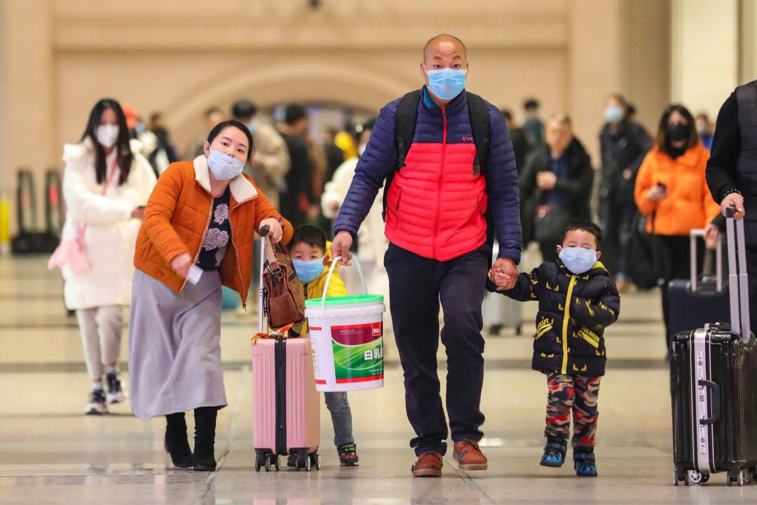 2020年1月21日,武漢市漢口火車站,大量旅客佩戴口罩出行。 攝:Getty Images