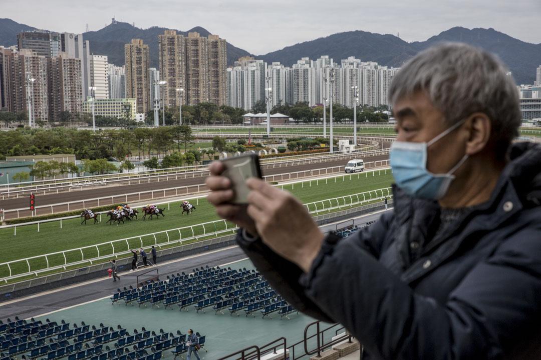 2020年1月27日,沙田新春賽馬日入場人數寥寥,部分馬迷也戴上口罩作保護。