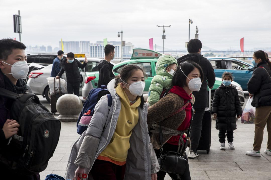 2020年1月26日,廣州南站的旅客大部分都戴上口罩。