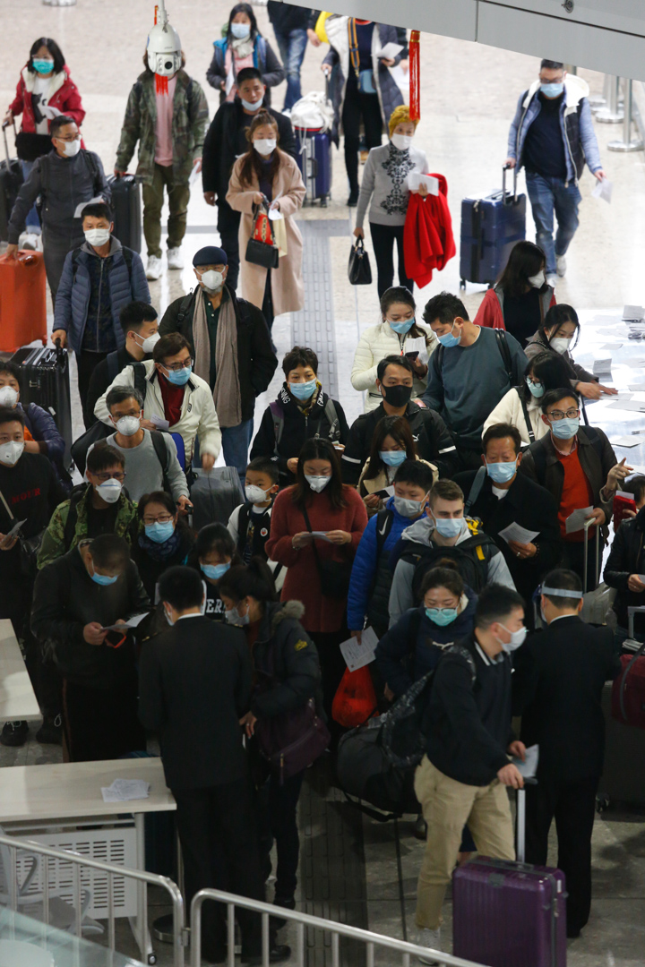 2020年1月27日,香港高鐵西九龍站的入境旅客、大部分都戴上口罩。