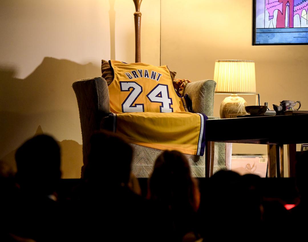 2020年1月26日,美國格萊美獎頒獎禮,台上放著高比拜仁的球衣,悼念他的離世。