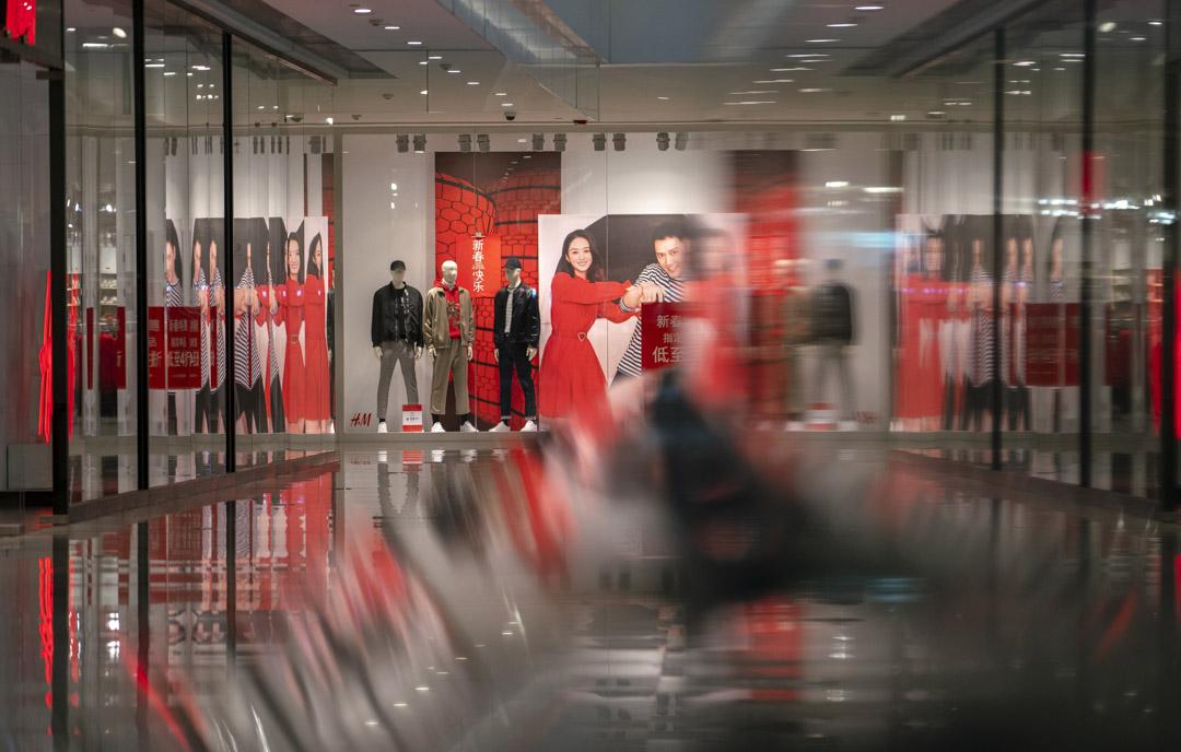 2020年1月25日,因肺炎疫情嚴峻,天津一個商場只有很少顧客。