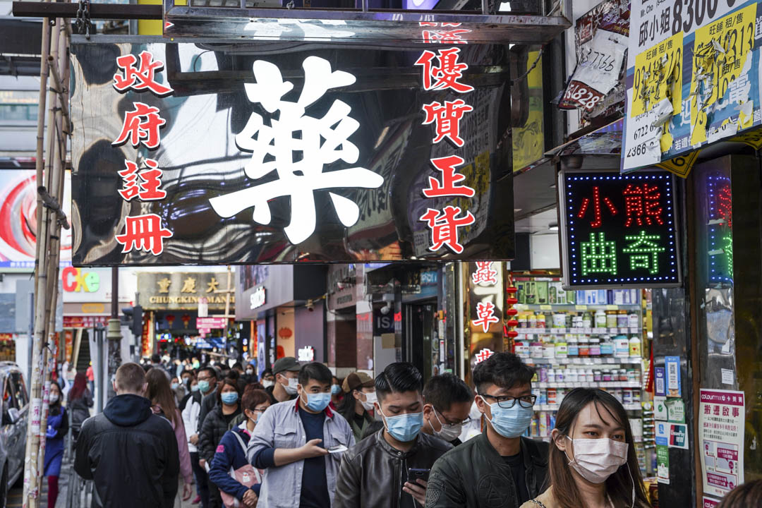 2020年1月30日,尖沙咀一間藥房有南韓入口的口罩售賣,每人限買十個,每個十元。