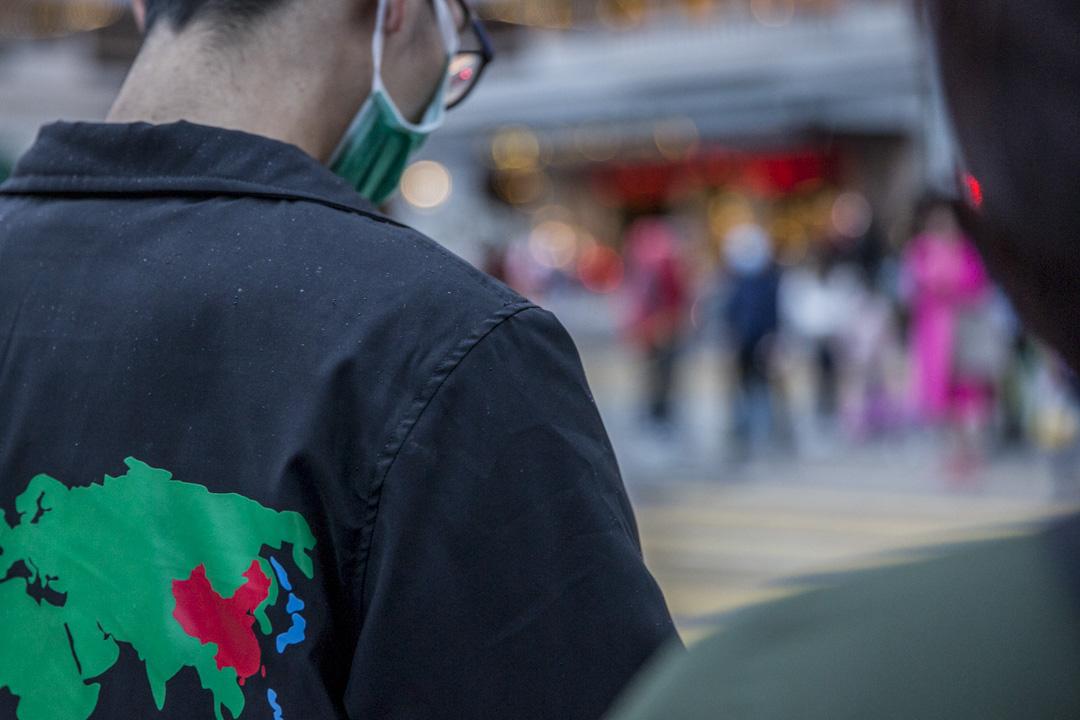 2020年1月27日,尖沙咀一位戴上口罩的年輕人。