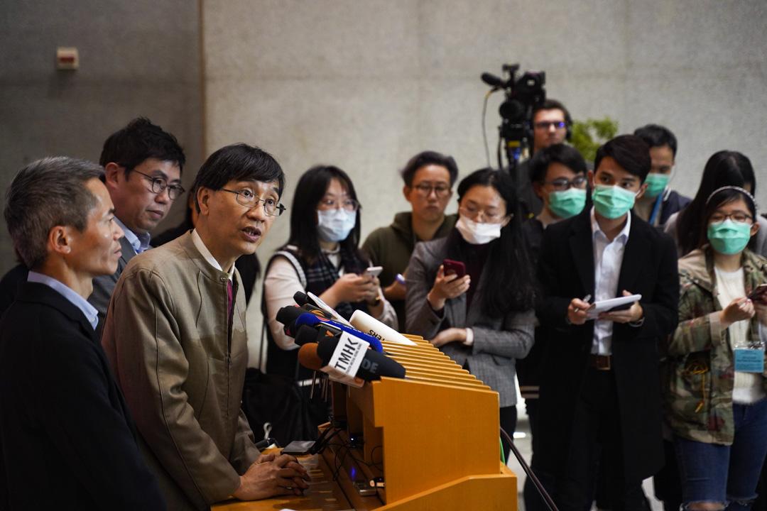 2020年1月21日,從武漢返港的港大傳染病學講座教授袁國勇會見傳媒。