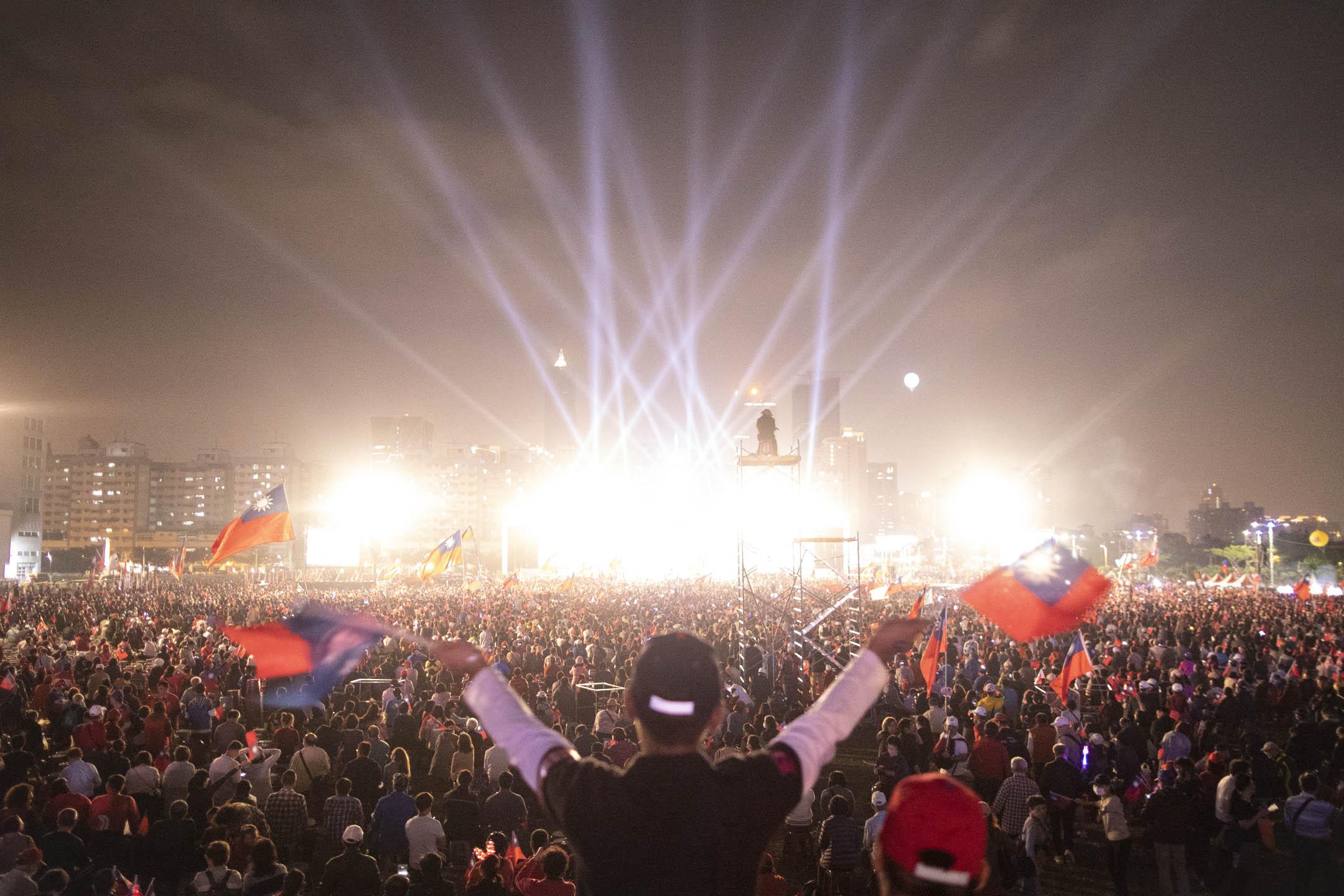 2020年1月10日選前之夜,韓國瑜在高雄舉行造勢晚會。 攝:陳焯煇/端傳媒