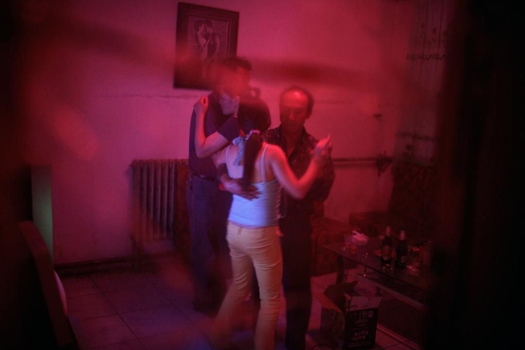 中國一名性工作者正在跳舞。 攝:Per-Anders Pettersson/Getty Images