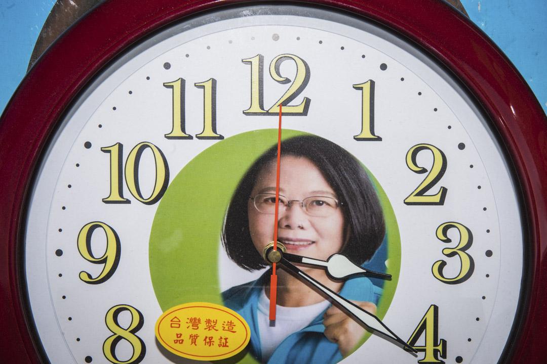 2020年1月5日,台南市舉行蔡英文造勢活動,商販在售賣蔡英文紀念品。