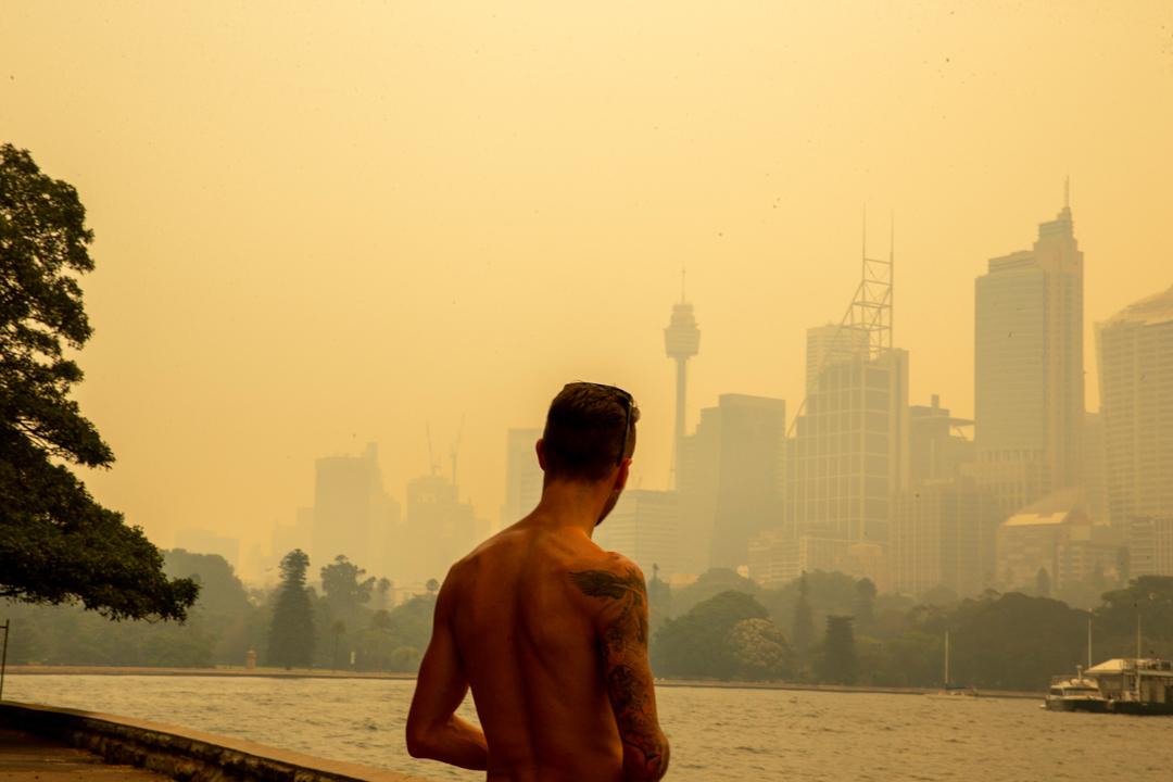 2019年12月19日,因鄰近地域多處大火,雪梨的天空被濃煙籠罩。
