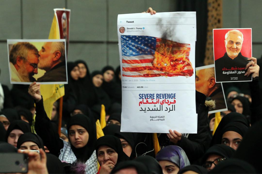 2020年1月5日,伊朗革命衛隊「聖城旅」支持者抗議美軍炸死蘇萊曼尼(Qassem Soleimani)。 攝:Hasan Shaaban/Getty Images