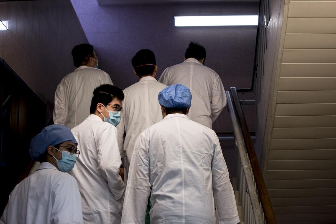 2020年2月3日早上,伊利沙伯醫院的醫生。 攝:林振東/端傳媒