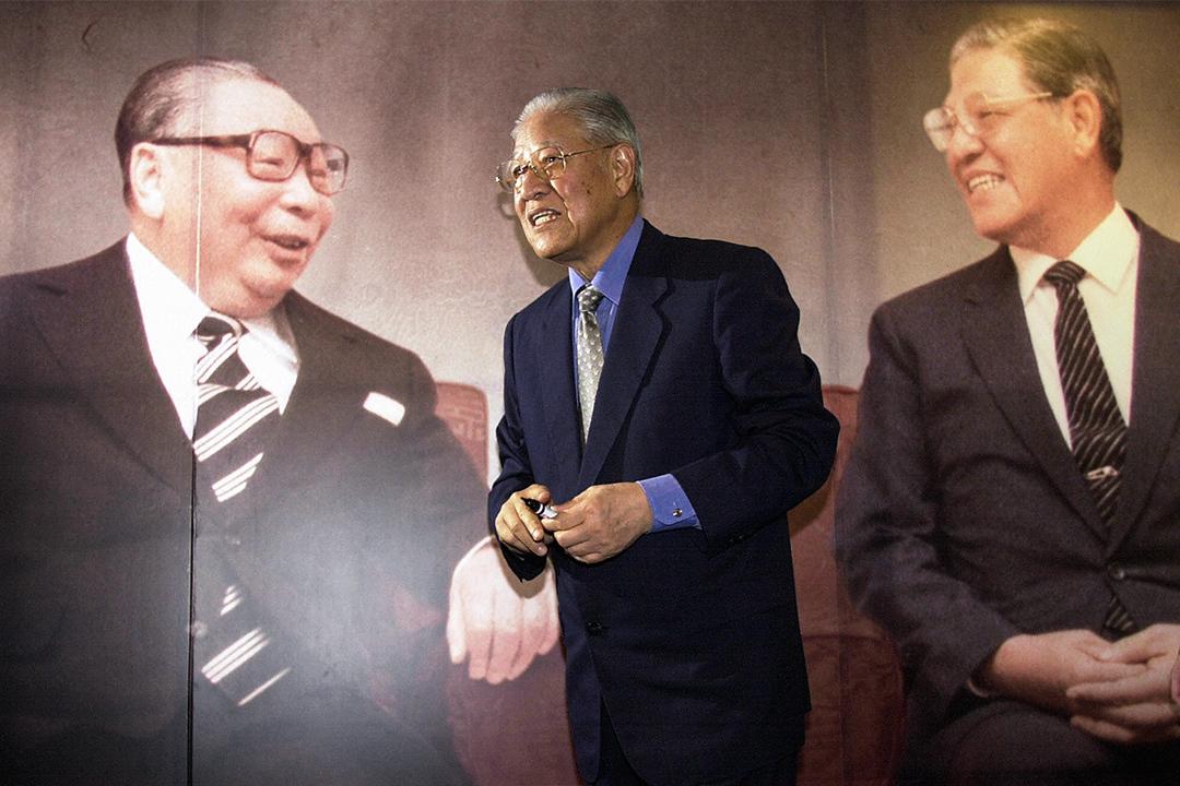 2004年5月16日,台灣前總統李登輝在台北舉行的新聞發布會上,李登輝介紹他的新書,該書闡明了他與前總統蔣經國的關係。