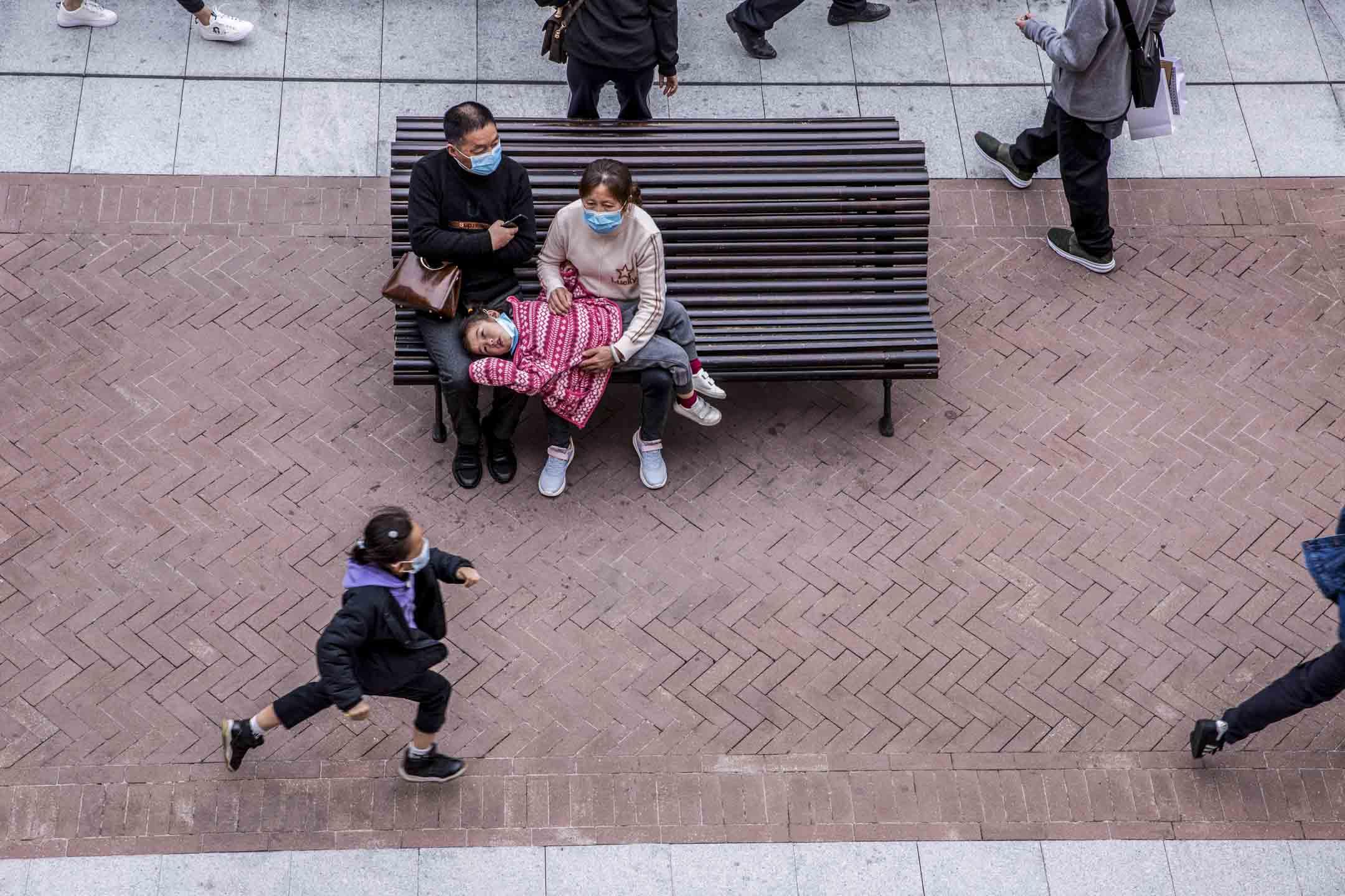 2020年1月25日,廣州一個購物商場內,市民大多都戴上了口罩。 攝:林振東/端傳媒