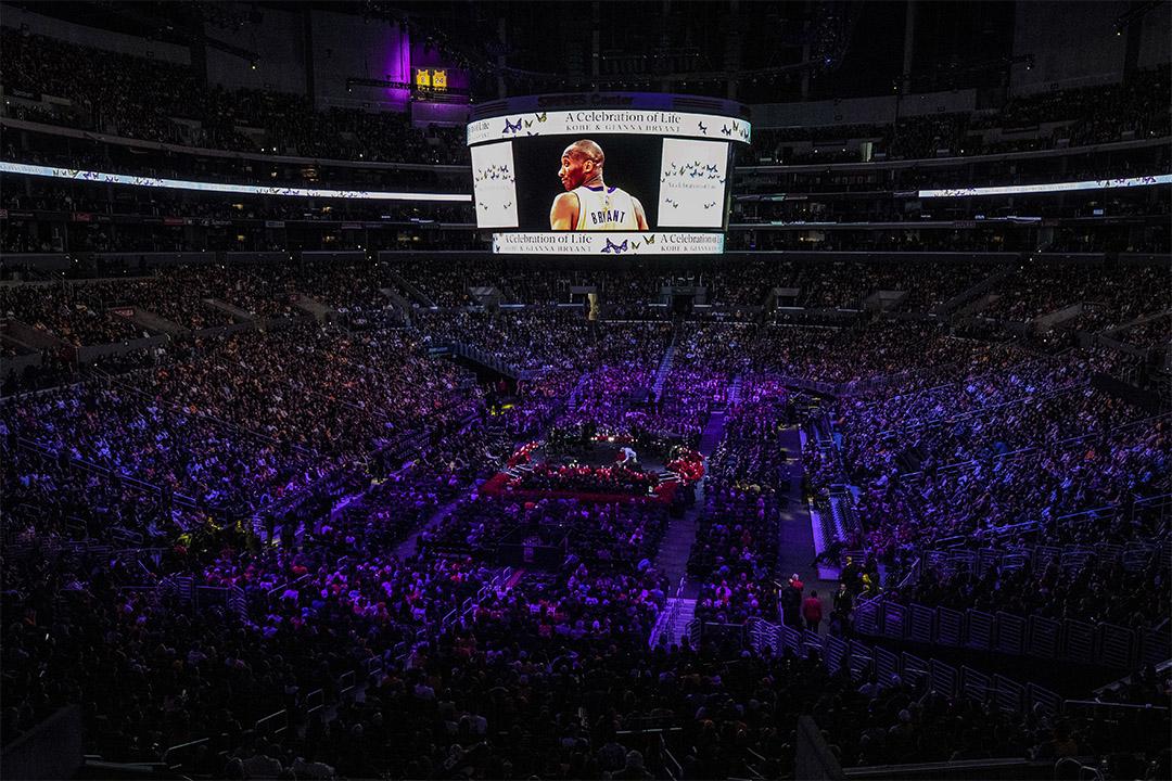 當地時間2020年2月24日,美國洛杉磯,NBA巨星科比布萊恩特與女兒吉安娜追思會於洛杉磯湖人主場舉行。 圖:IC photo