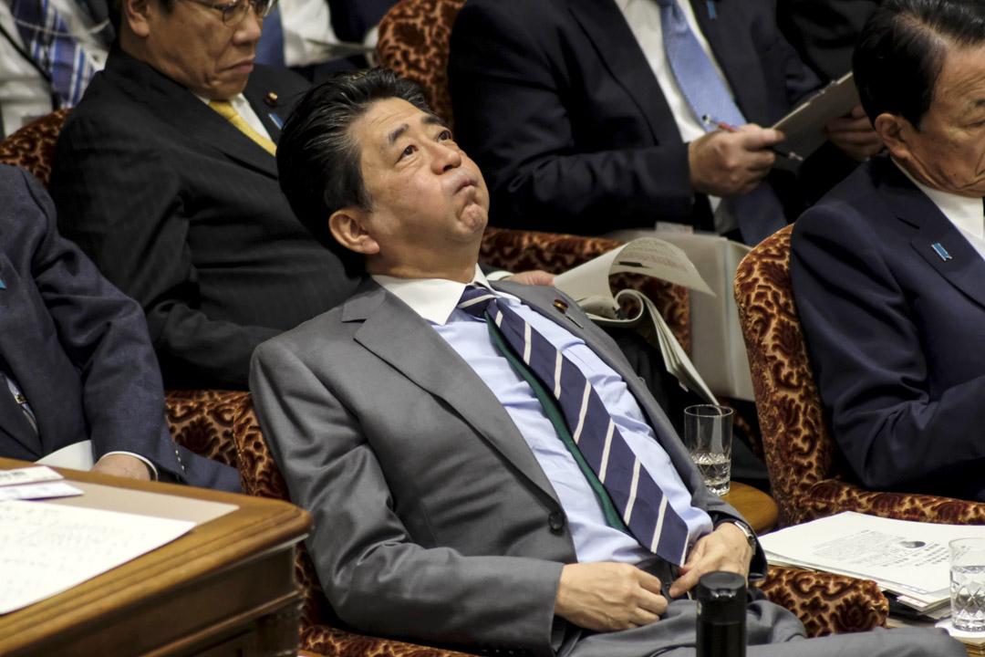 2020年1月30日,日本首相安倍晉三在國會上議院的預算委員會會議上。 攝:Kazuhiro Nogi/AFP via Getty Images