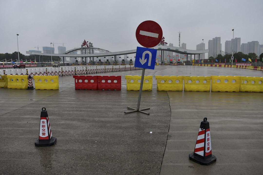 2020年1月25日,武漢市警方封鎖了其中一條道路,以限制人們離開。