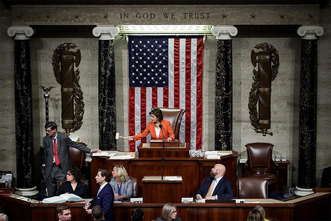 2019年10月31日華盛頓,眾議院議長佩洛西宣布美國眾議院就一項決議案的投票結束,正式啟動對總統特朗普的彈劾調查程序。