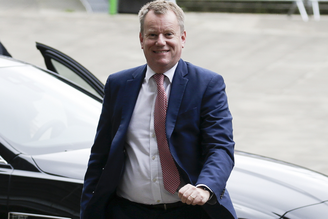 2019年10月8日在比利時布魯塞爾,英國脫歐事務首席談判代表 David Frost 準備與英國駐歐盟大使會面。 攝:Aris Oikonomou / AFP via Getty Images