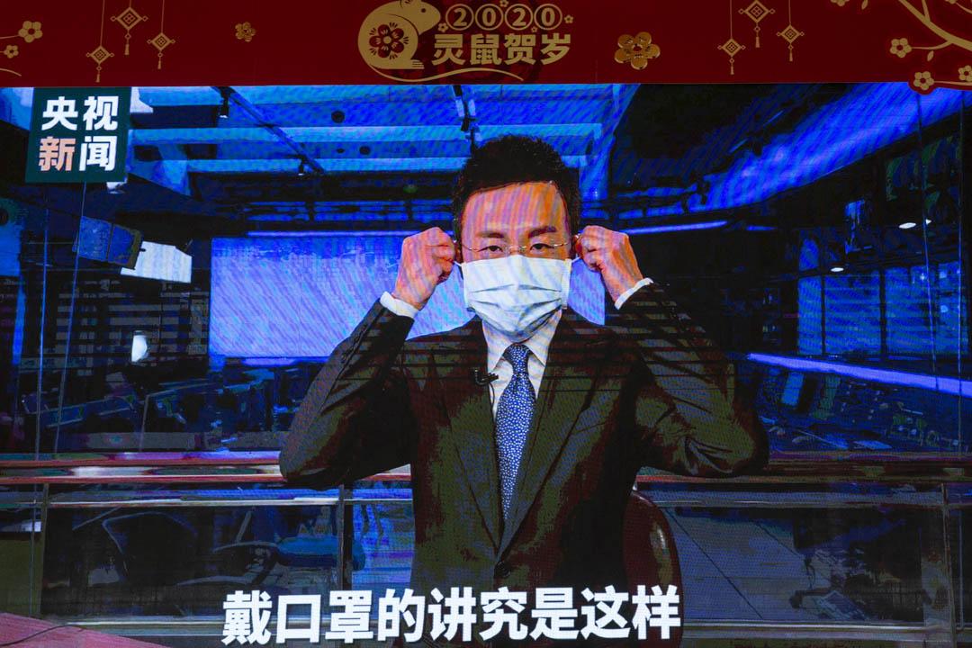 2020年1月25日,廣洲一個商場的電視上播放央視新聞片段。
