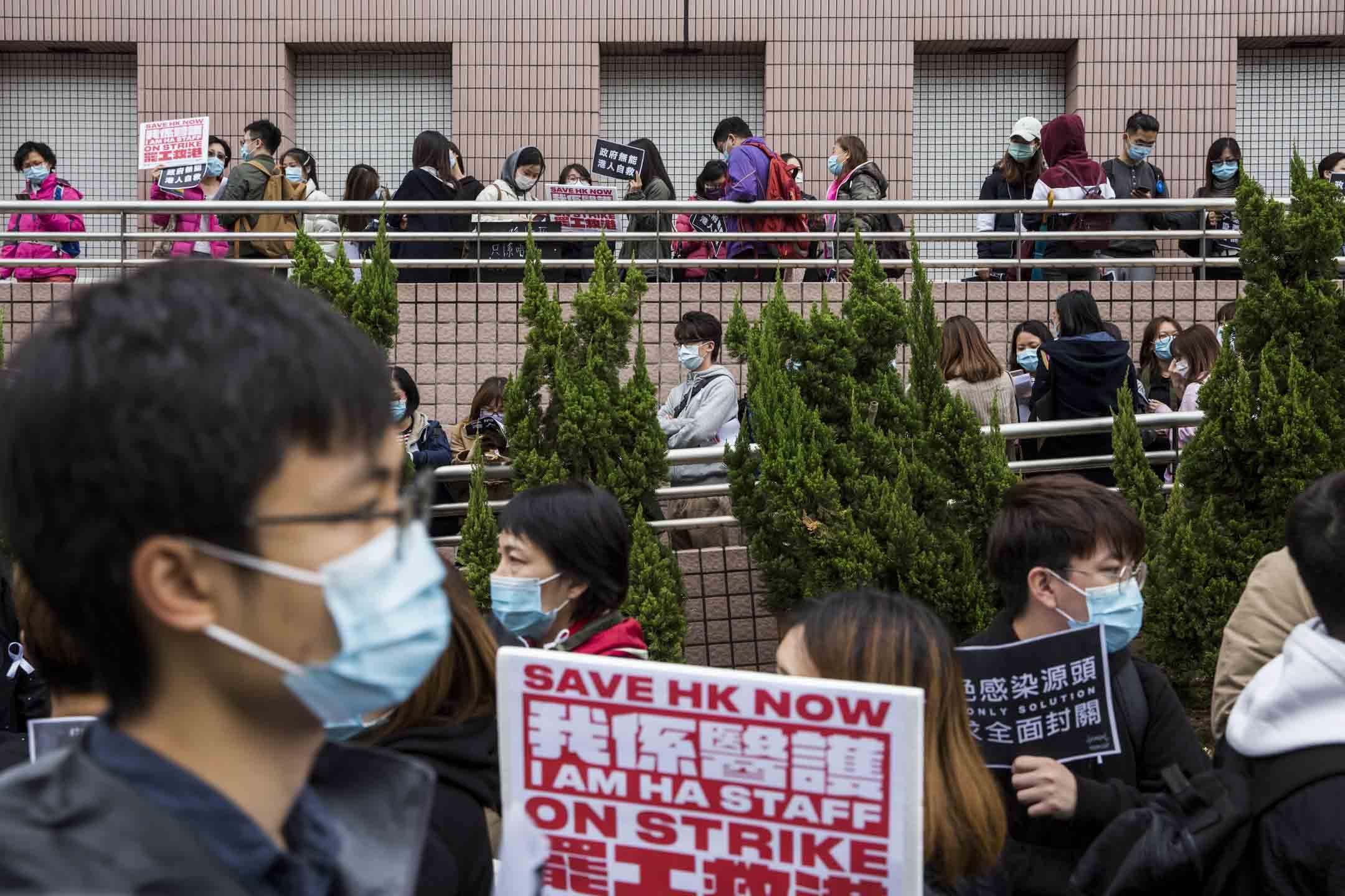 2020年2月4日,醫管局員工陣線宣布進入第二階段罷工,多個工會到醫管局大樓發起請願活動, 以「一人一信」方式要求醫管局向港府施壓全面封關。