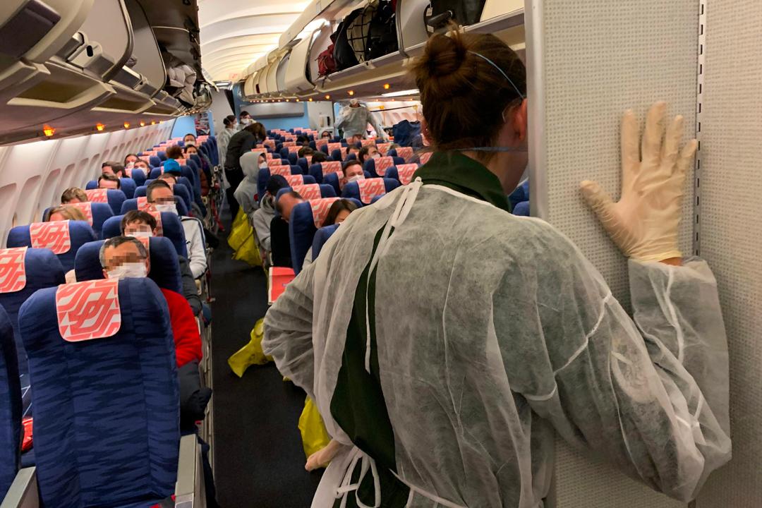 2020年1月31日,近200名曾到訪武漢的法國人正被送往法國南部隔離十四天。 攝:Hector Retamal/AFP via Getty Images