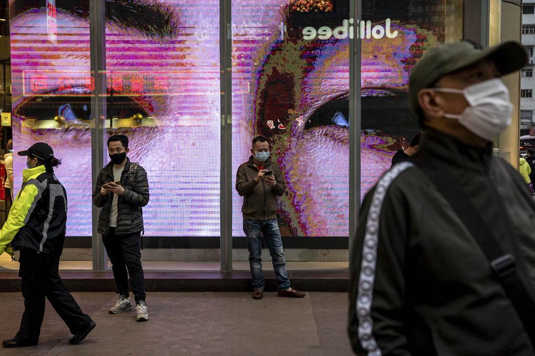 2020年2月10日,旺角街頭上的人戴著口罩。