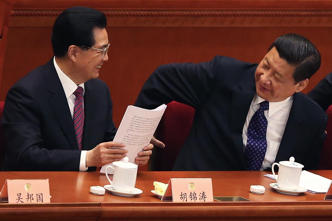 2013年3月3日,習近平與胡錦濤在政協會議上。