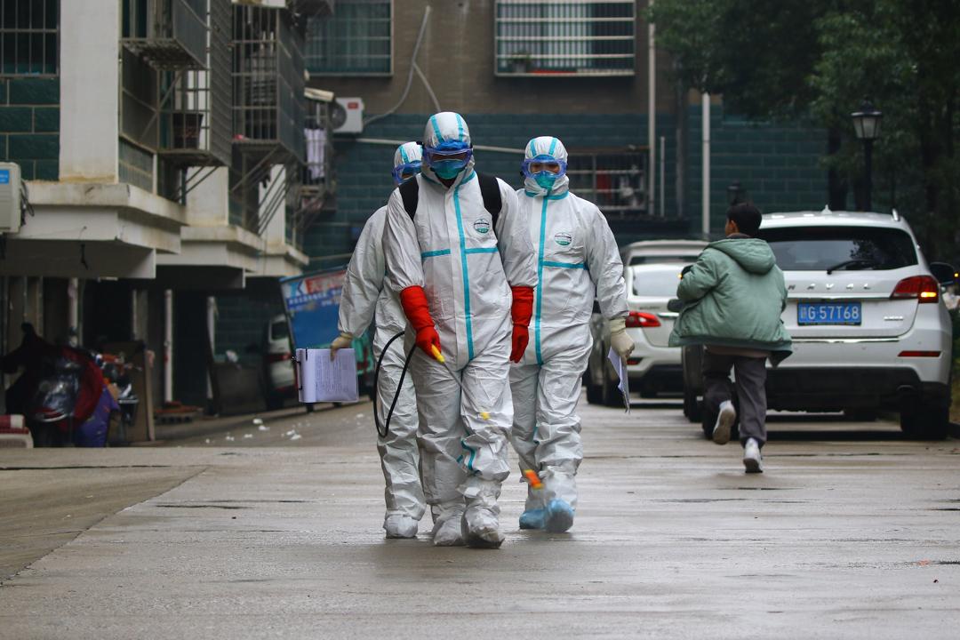 2020年1月25日,江西省九江市的醫護人員正在消毒社區。