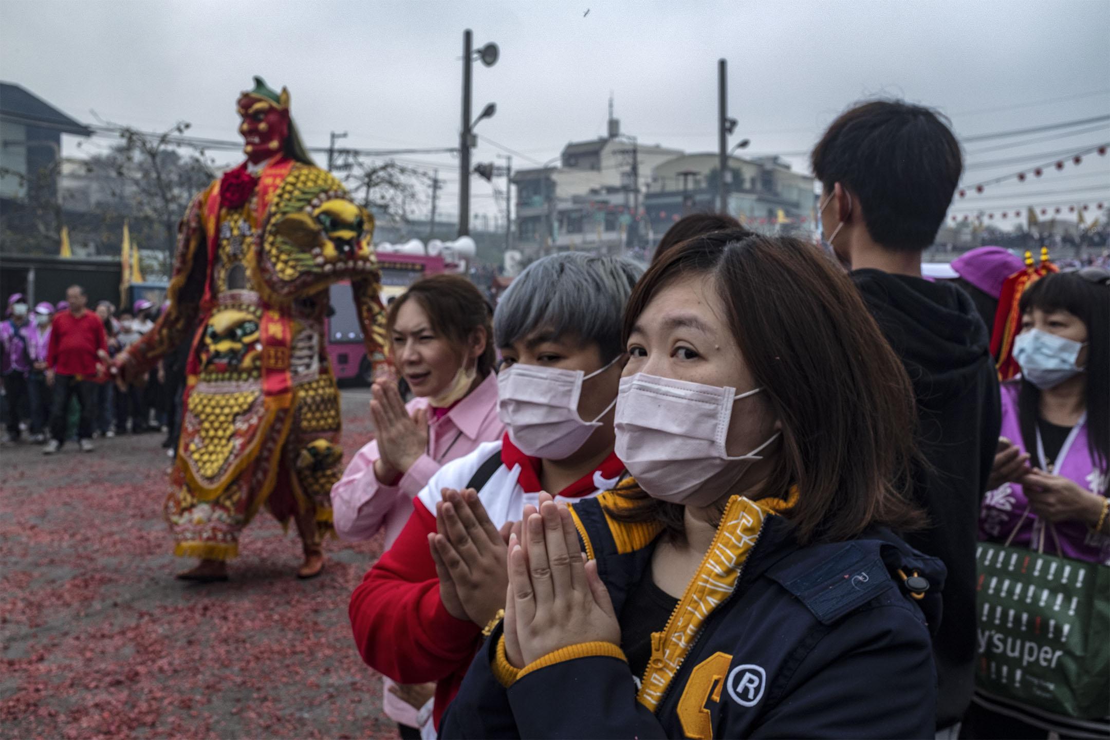 2020年2月28日,桃園龍德宮一年一度媽祖遶境提前回鑾。 攝:陳焯煇/端傳媒