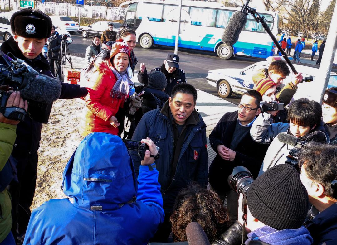 2014年1月22日,民眾正在聲援將被判刑的許志永。
