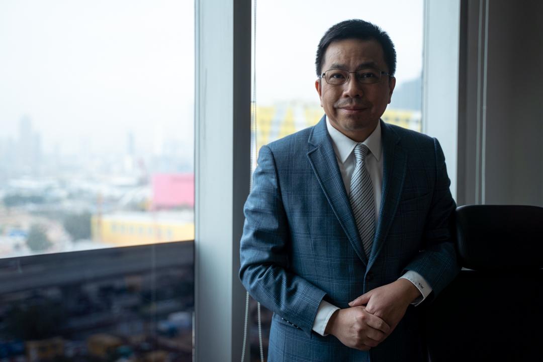 香港測量師學會建築測量組前主席何鉅業。