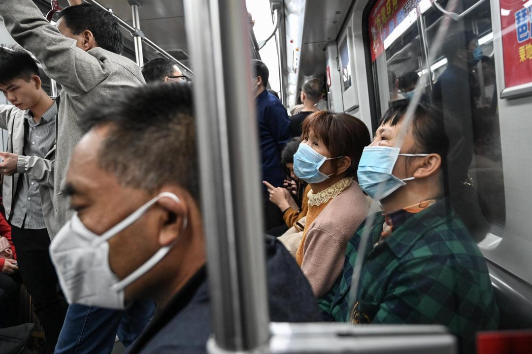2020年1月22日,廣州鐵路有不少乘客戴著口罩。