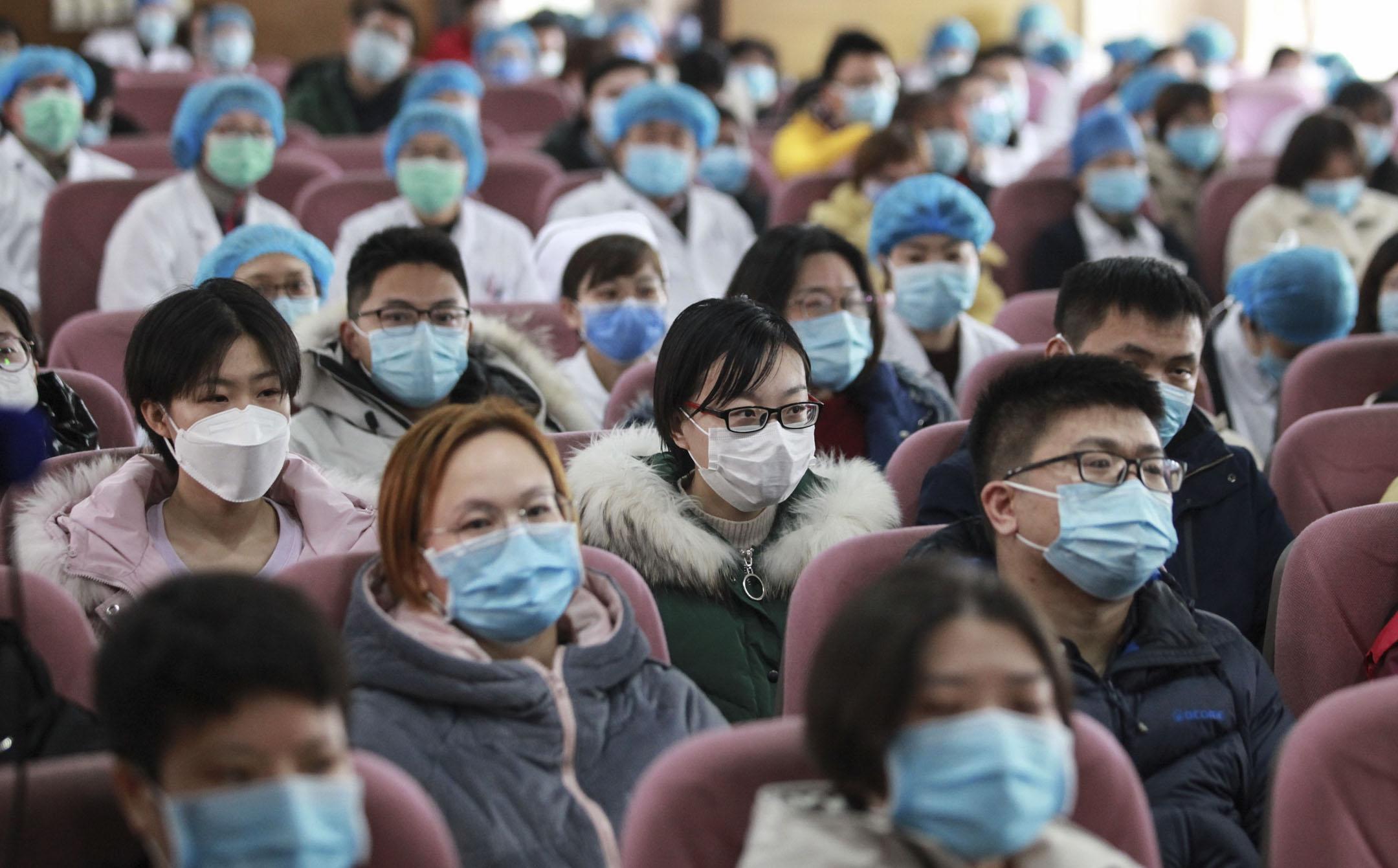 2020年2月13日,江蘇揚州蘇北人民醫院醫療隊的成員準備到武漢考察救援。  攝:Costfoto/Barcroft Media via Getty Images