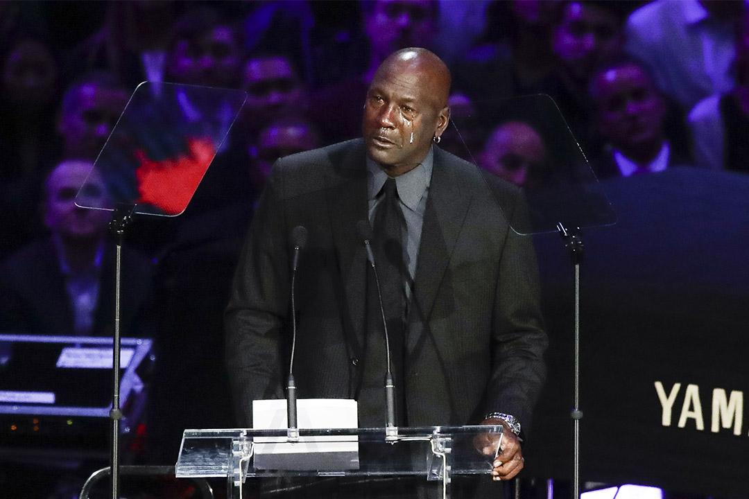 當地時間2020年2月24日,美國洛杉磯,NBA巨星高比布萊恩特與女兒吉安娜追思會於洛杉磯湖人主場舉行,邁克爾佐敦致辭追憶高比。