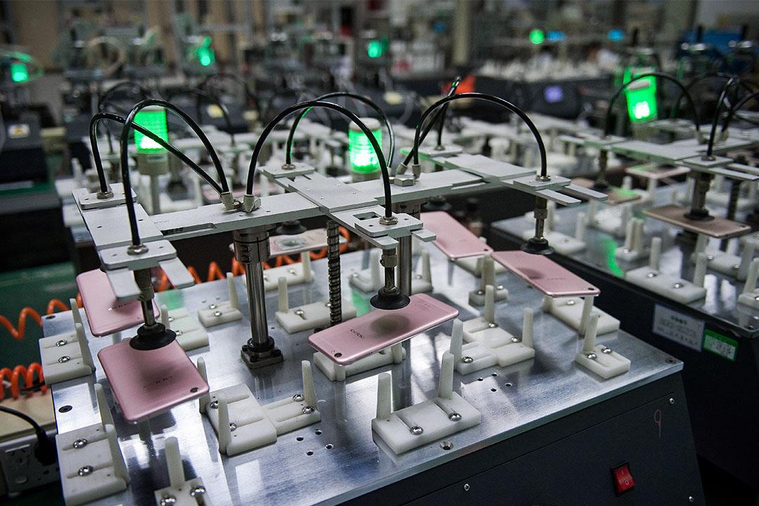 2017年5月8日,智能手機在東莞Oppo工廠測試中。