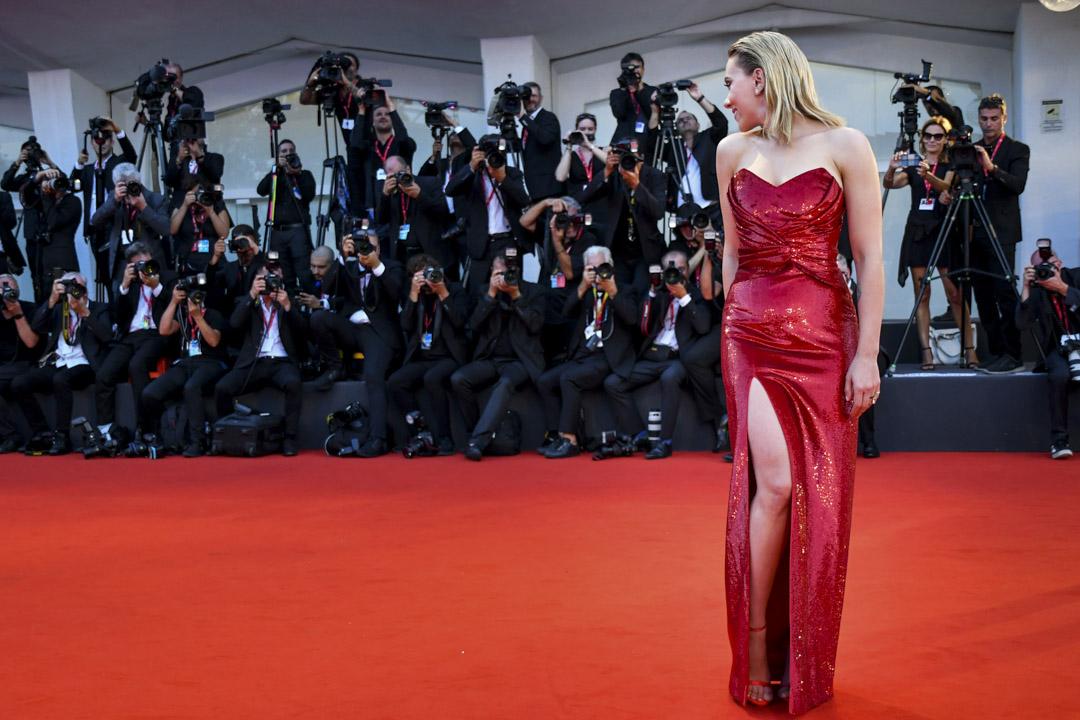 Scarlett Johansson出席威尼斯第70屆威尼斯電影節。