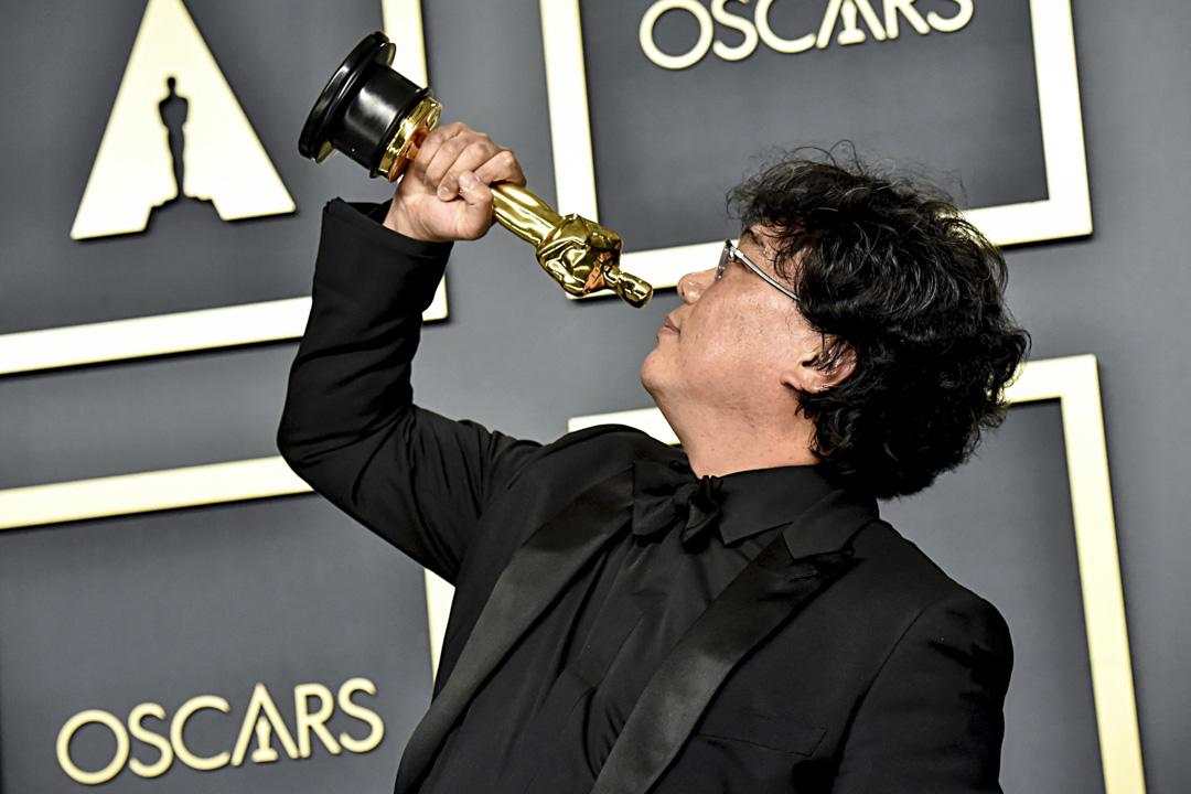 2020年2月9日,南韓導演奉俊昊憑《上流寄生族》奪得第92屆奧斯卡金像獎「最佳導演」。 攝: Jeff Kravitz/FilmMagic