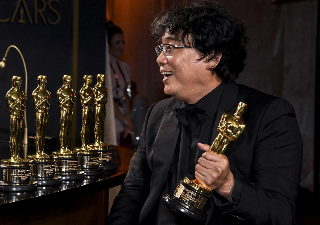 2020年2月9日,奉俊昊憑電影《上流寄生族》奪得「最佳電影」、「最佳導演」、「最佳國際電影」及「最佳原創劇本」四個獎項,成為史上首部贏得奧斯卡「最佳電影」的非英語電影及亞洲電影。 圖:IC photo