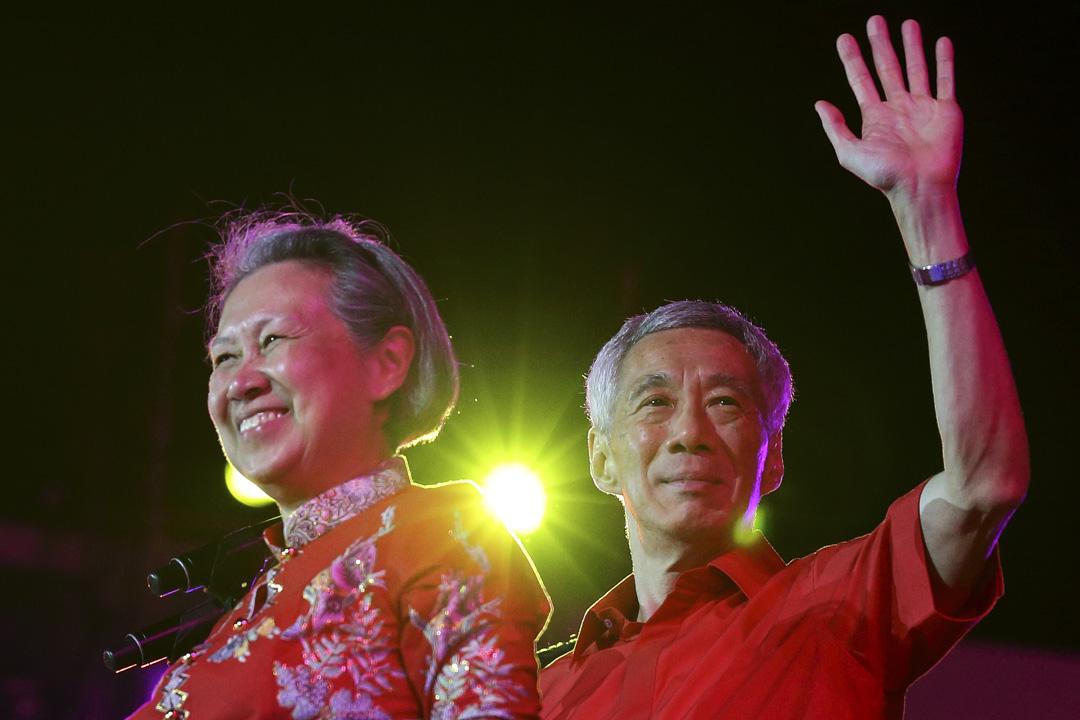 2020年1月31日,新加坡總理李顯龍和妻子何晶在新加坡的粧藝大遊行中。