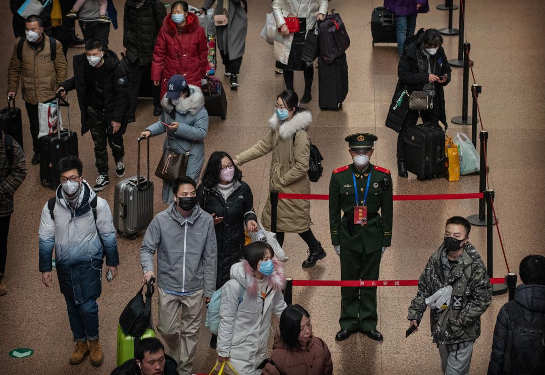 2020年1月23日,北京車站內不少人趕在春節前乘火車回鄉。