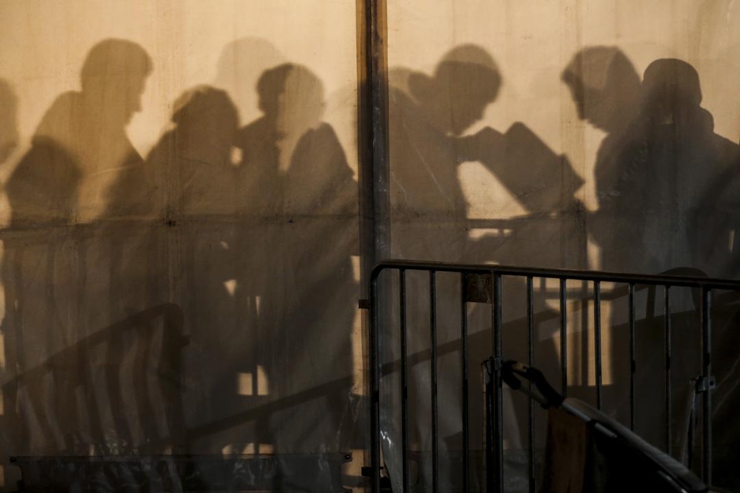 2015年12月9日,德國柏林,難民在國家衛生和社會服務局尋求庇護申請。