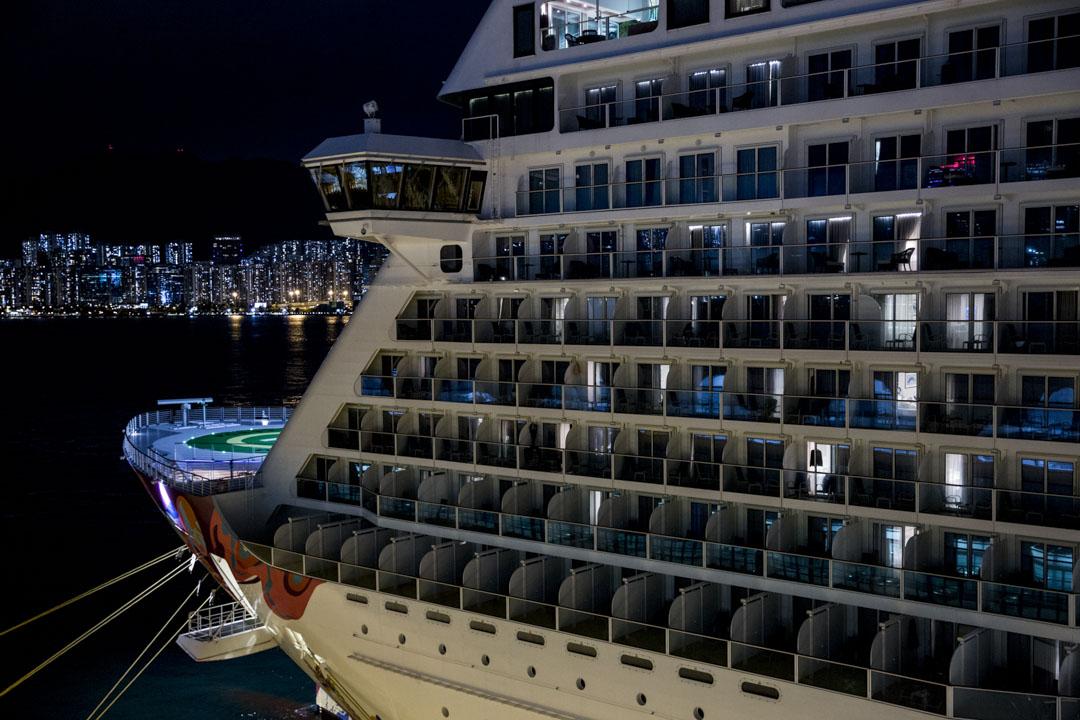 2020年2月8日,曾接載8名新型冠狀病毒確診者的「世界夢號」郵輪,逾3600名乘客及船員須繼續留在船上。