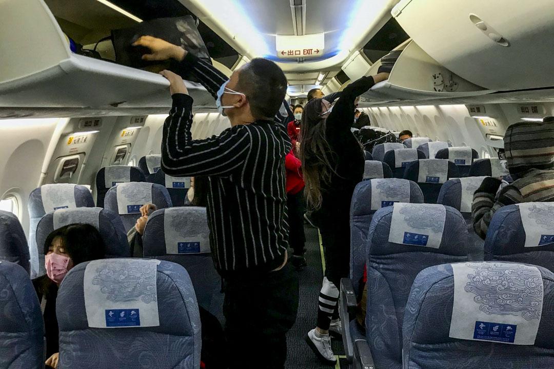 2020年1月23日,一班航機飛抵武漢機場。