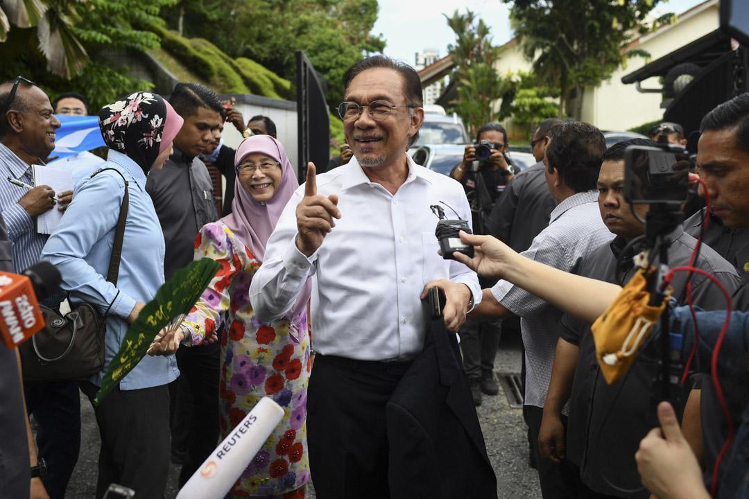 2020年2月26日,馬來西亞人民公正黨主席、前副首相安華被記者追訪。